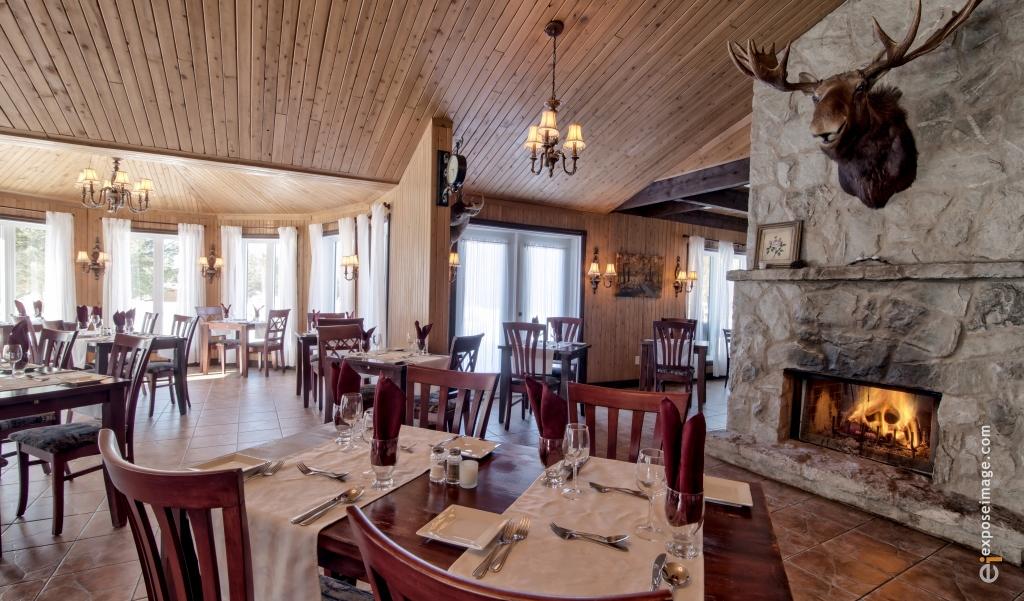 Salle à manger chez Natureza spa-resto-chalet