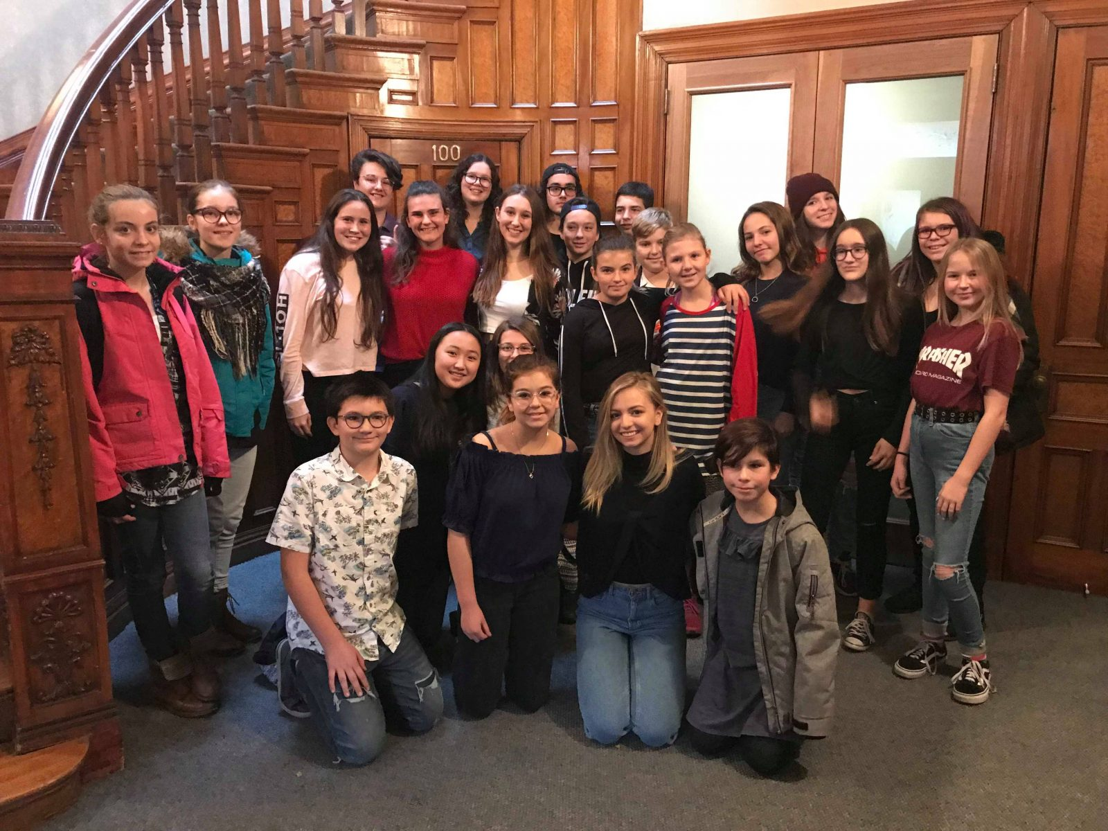 Des jeunes de Partenaires 12-18 avec la comédienne Ludivine Reding